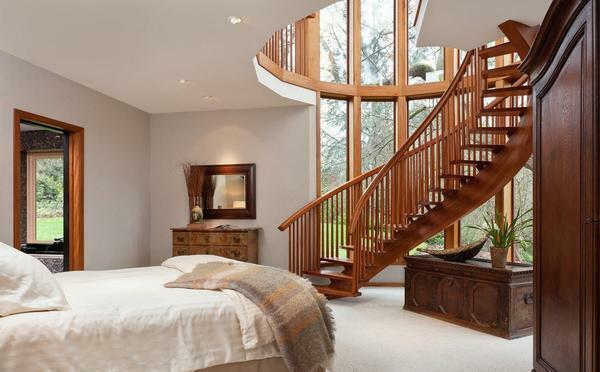 To date, the most popular are beautiful and elegant wooden staircases