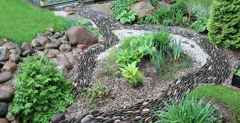 Dry creek of stones: with the bridge construction and other decorative elements, video and photos