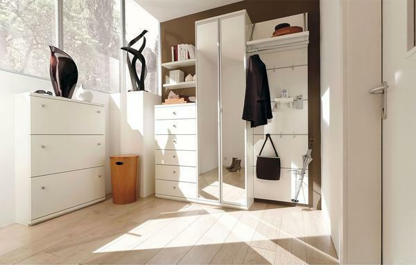 When arranging a small hallway it is recommended to use light shades