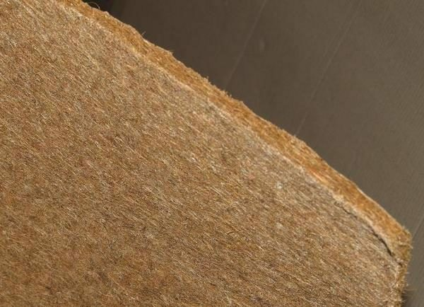 The fibrous structure of flax mat gives the material excellent insulating characteristics