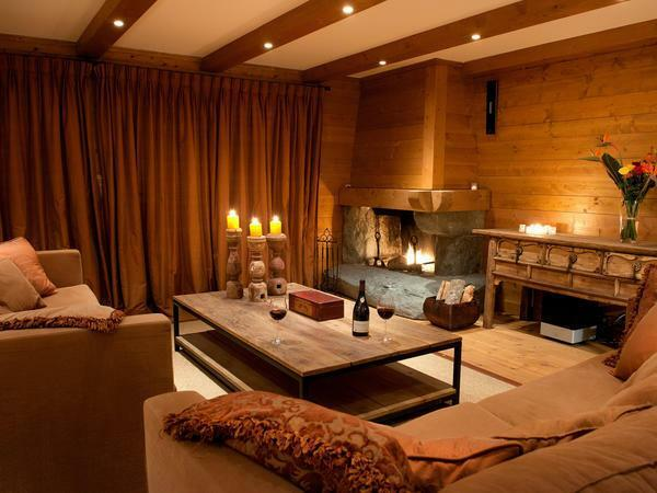 In the interior of the chalet-style living room, only natural materials are used, which has a favorable effect on the general atmosphere and human health