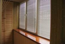 2015-05-07What-blinds-better-decorate-balcony