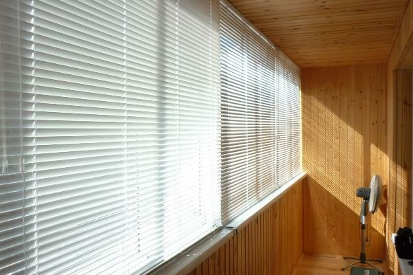 Blinds on the balcony: which is better, roller blinds on the loggia, balcony windows and photos, sliding 6 meters multicolored