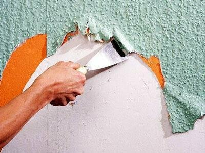 Glue non-woven wallpaper: the video - how to stick to the ceiling