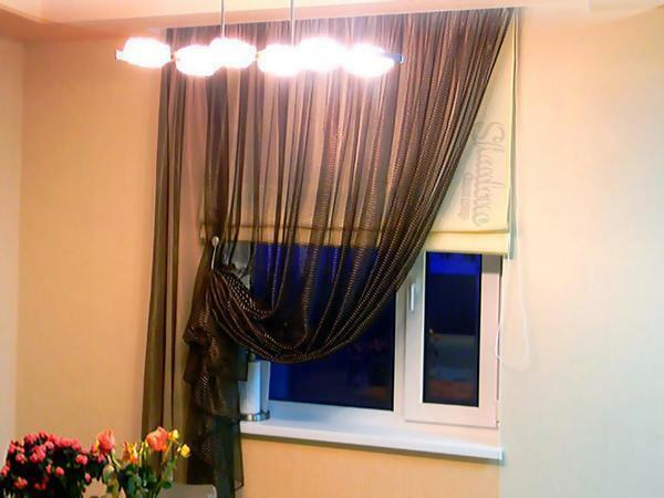 To properly choose curtains in the style of high-tech for the kitchen, you need to turn to professionals for help