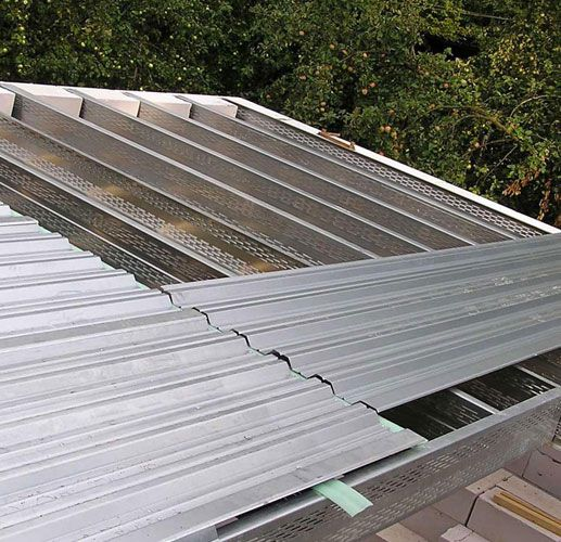 Single-pitched roof installation