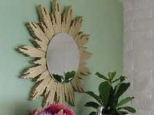 How to hang a mirror in the bathroom made by own hands