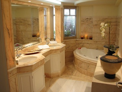Badkamer Romeinse Stijl : Badkamer in griekse stijl ontwerp en interieur tegels en